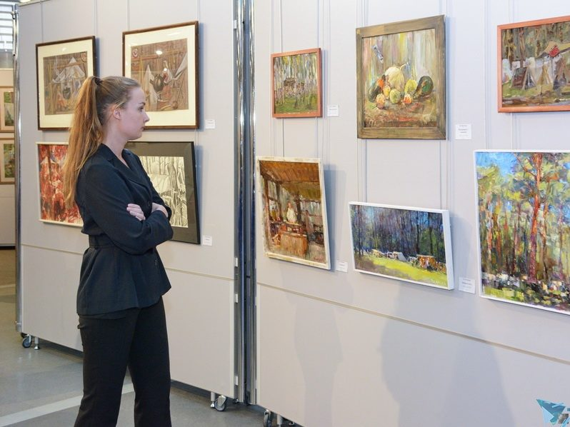 Открылась выставка картин, написанных на нашем фестивале